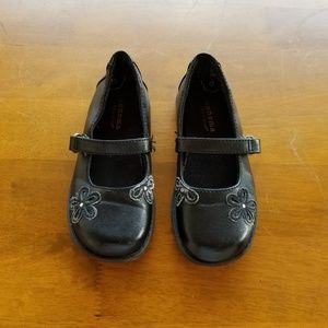 Flat shoes by Sonoma. Size 10